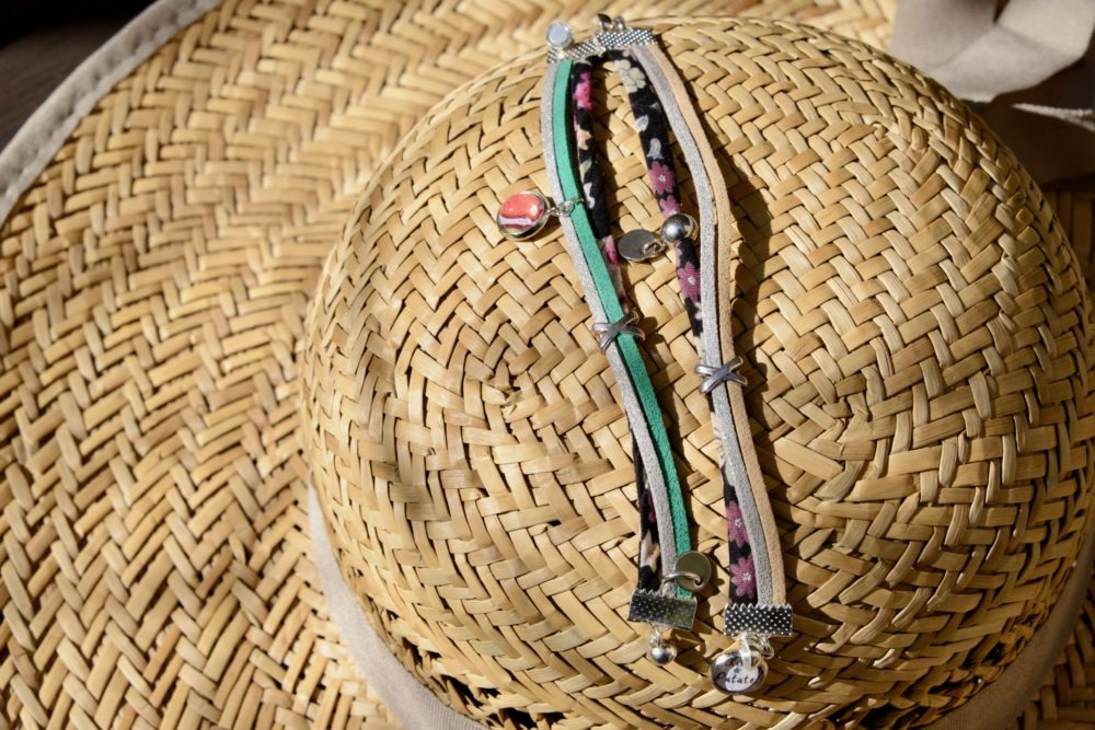 duo-bracelets-Flower-beige-gris-paillette-cuir--idee-cadeau-mere-fille