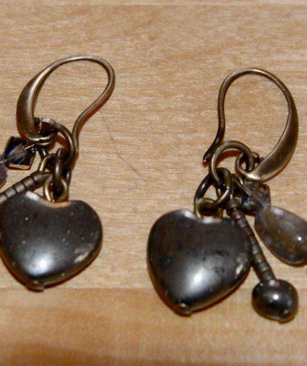 Duo-boucles-oreilles-sautoir-plume-coeur