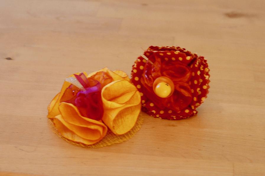 Duo-broche-epingle-mistinguette-orange-jaune