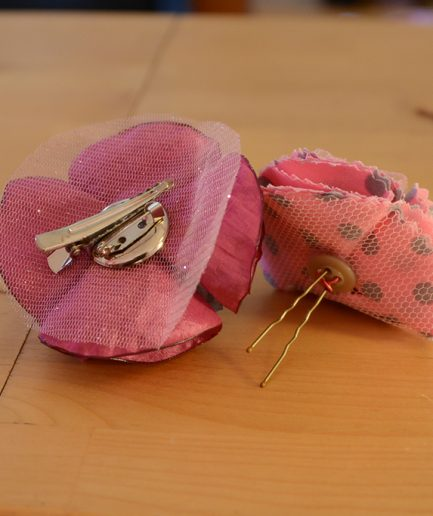 Duo-broche-ronde-epingle-pois-rose-idee-cadeau-bijoux-mere-fille